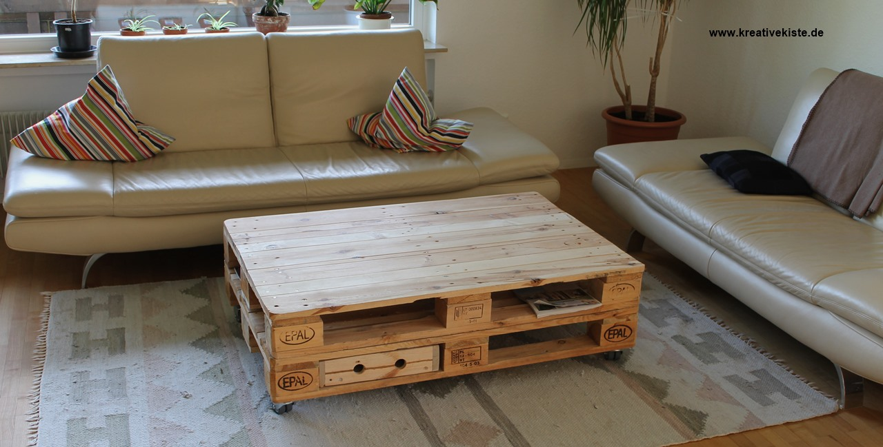 outdoor pallet sofa en casa palettenkissen in outdoor paletten kissen sofa diy pallet. Black Bedroom Furniture Sets. Home Design Ideas